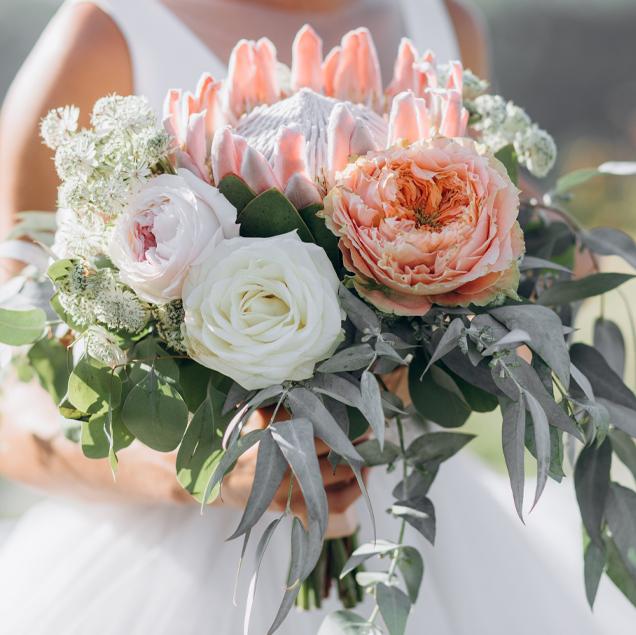 fleuriste a Carqueiranne-décoration florale Var-fleurs de mariage PACA-composition florale La Garde-fleurs pour entreprises Hyères
